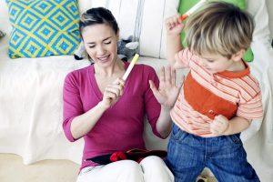 بهترین شیوه ی برخورد با کودکان بیش فعال و کم توجه چگونه است، نرمش یا سخت گیری؟